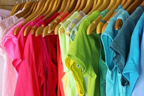 arrange-clothes-by-color-480x320.jpg